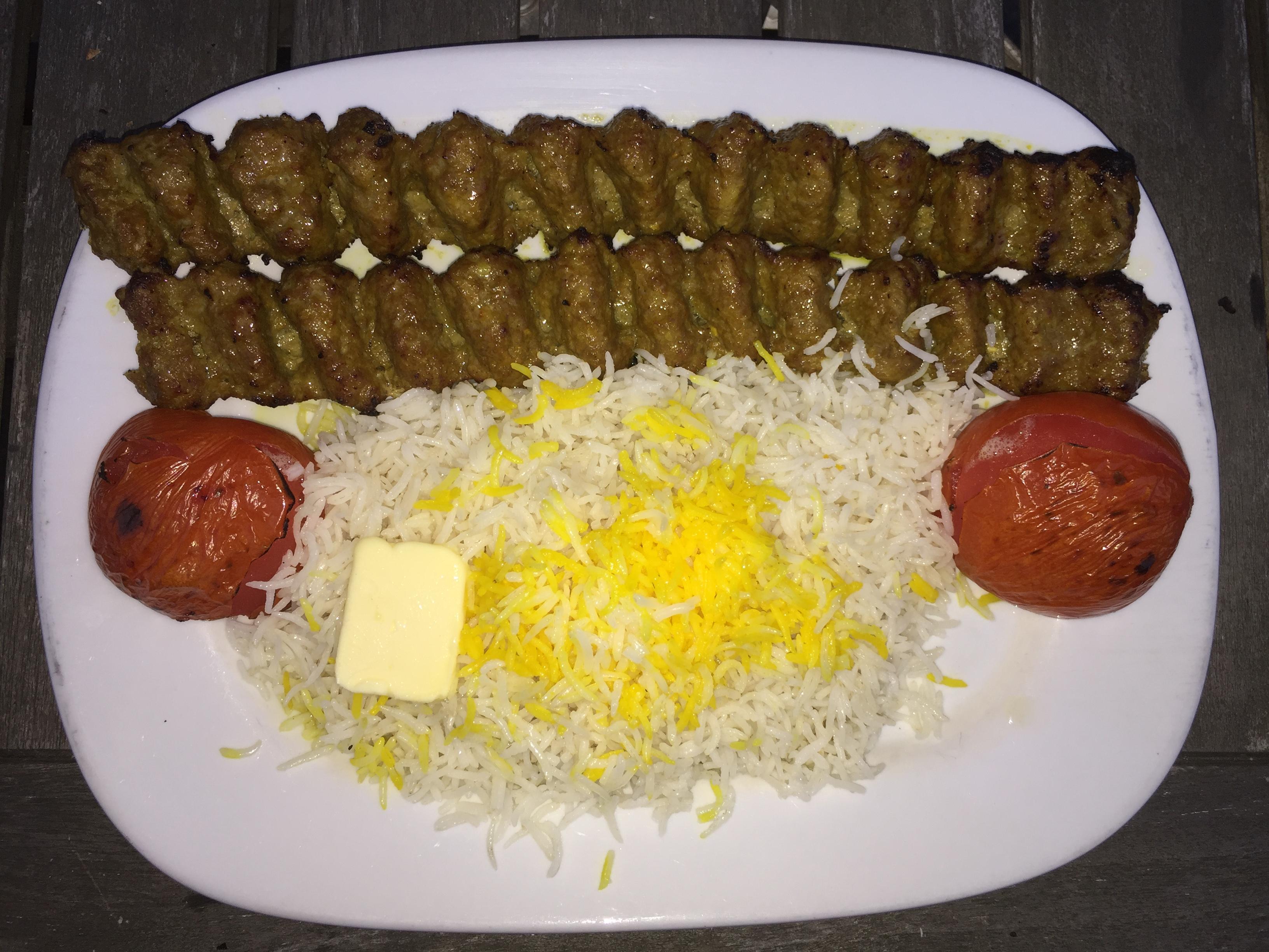 Foto des Kabab Kubideh mit Reis