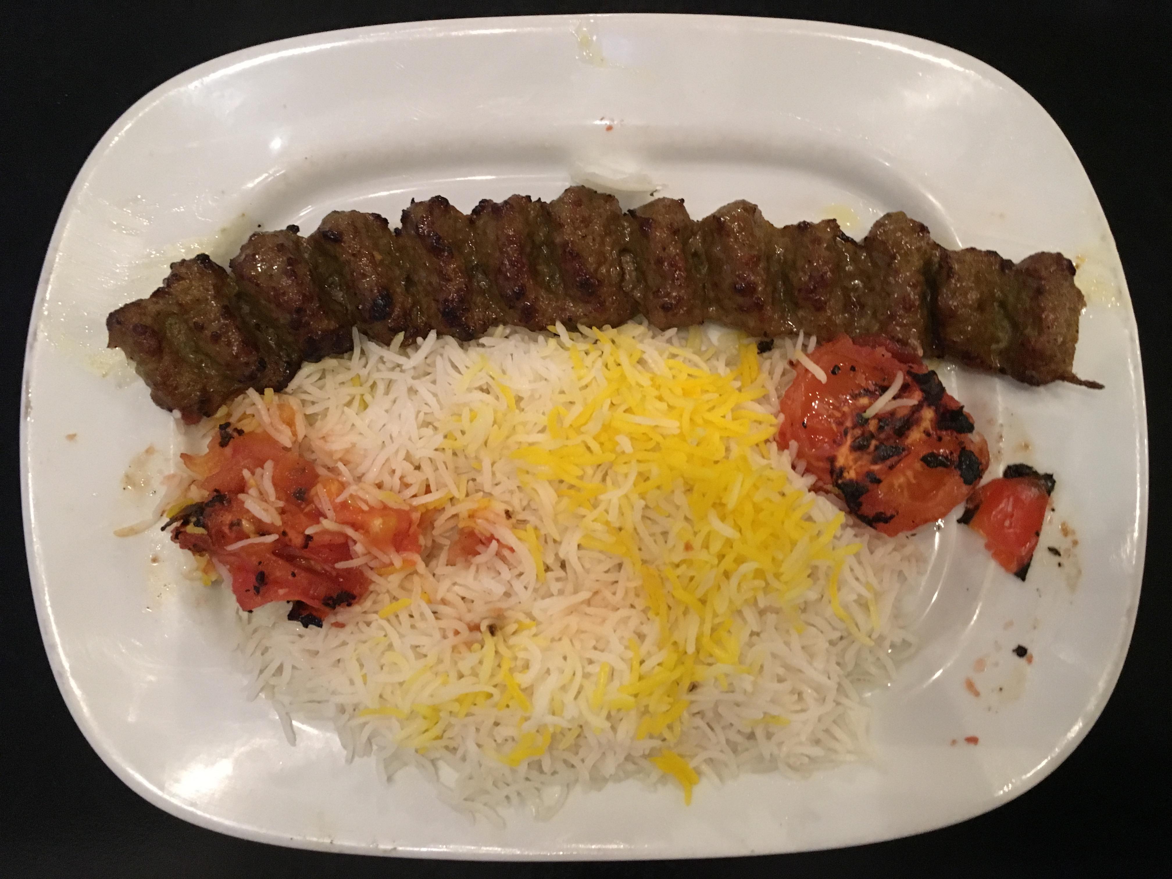 Foto von Kabab-Fleischspieß mit Reis